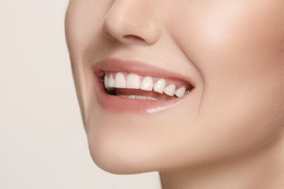 beautiful-and-healthy-woman-smile-close-up-P3LSRQH-small.jpg