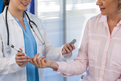 doctor-checking-glucose-level-in-diabetic-patient-F84BKZZ.png