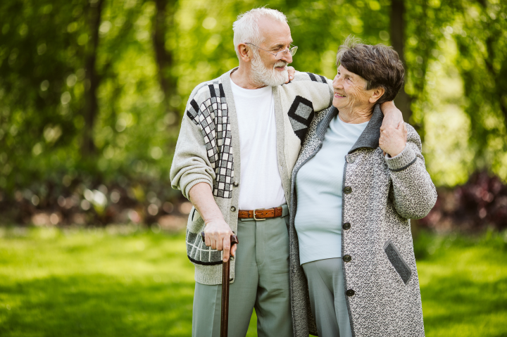 elderly-couple-during-a-walk-in-the-park-CGA2QMW.png