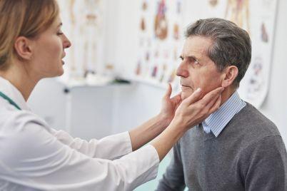 senior-man-during-routine-examination-at-the-docto-RNTDFPR.jpg